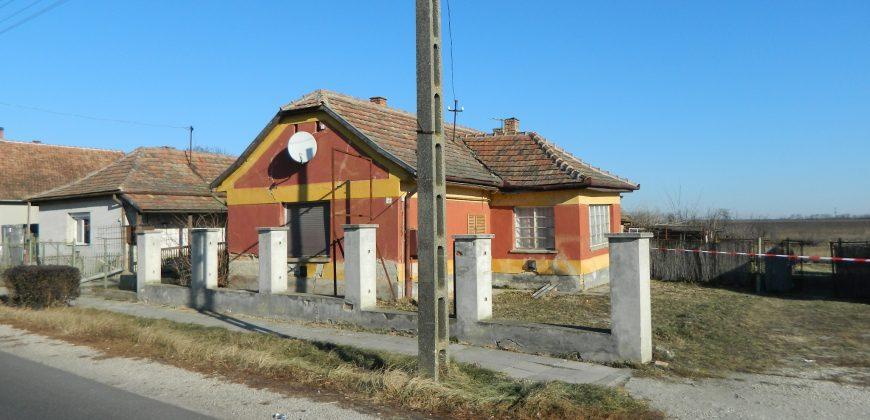 Eladó családi ház és üzlet 8131 Enying – Balatonbozsok, Fő út 21. alatt (Fejér m.) #7726