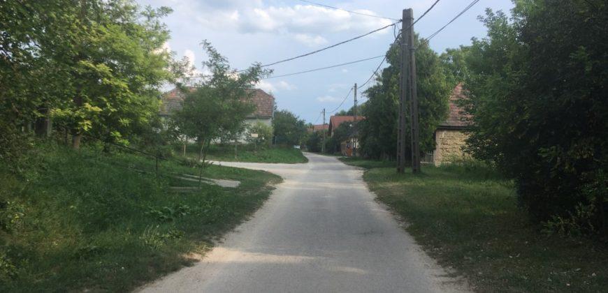 Eladó ÉPÍTÉSI TELEK 8089 Vértesacsa, Vörösmarty Mihály utca 100. (Fejér m.) #14407